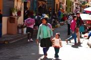 Traditionell gekleidete Bewohner in Huaraz